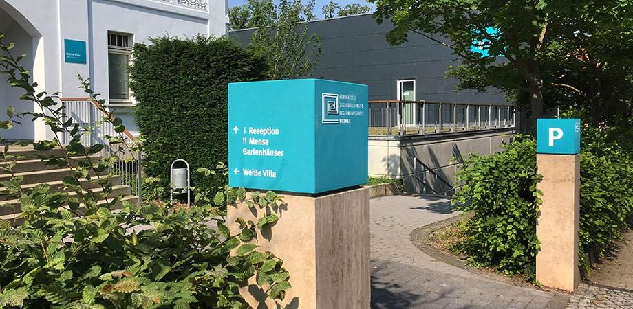 EJBW Leitsystem im Außenraum · Straßenseite · Goldwiege