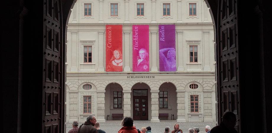 Fahnen am Schlossmuseum